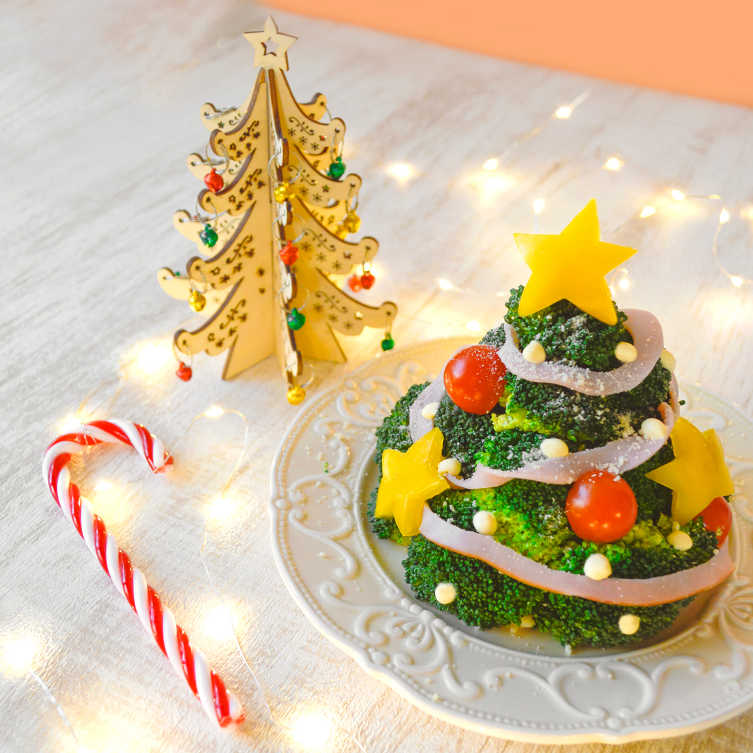 <center>ブロッコリーで作る!クリスマスツリーサラダはクリスマスの新定番レシピ★ <br><small>Christmas Tree Salad</small></center>