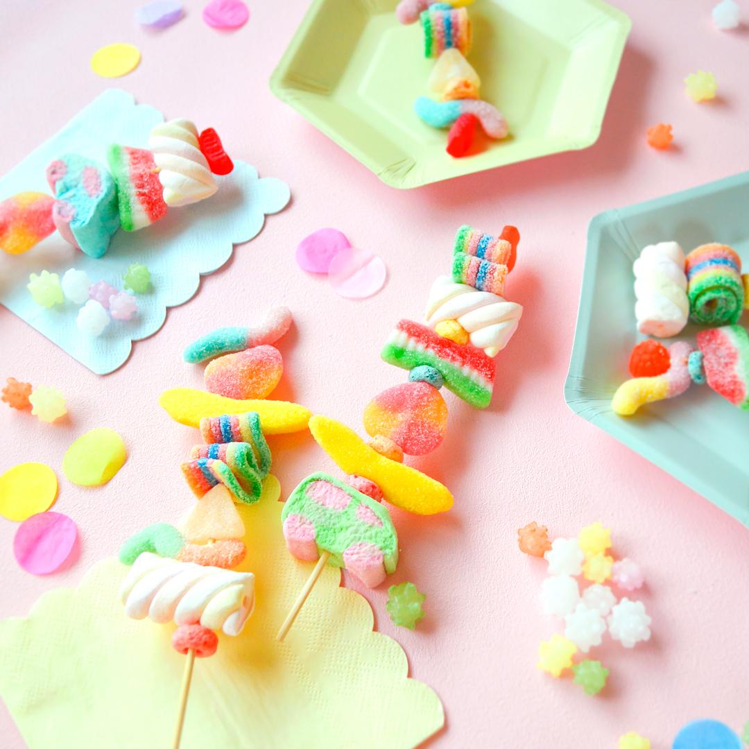 <center>甘いBBQ!カラフルなキャンディケバブの作り方・グミやマシュマロを刺すだけ簡単! <br><small>Colorful Candy kabobs</small></center>