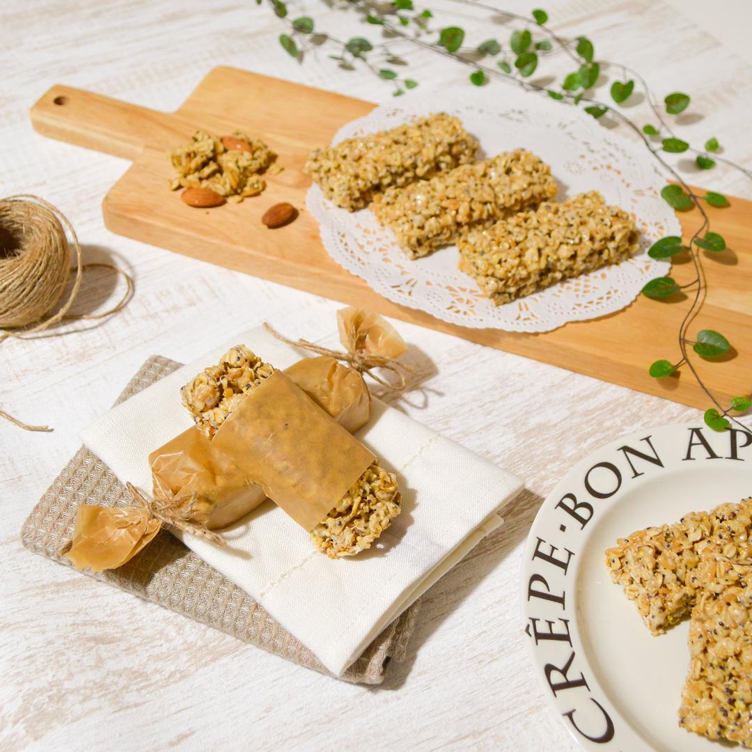 レンジで簡単!グラノーラとマシュマロで作るシリアルバーの作り方 <br><small>Chewy Granola Cereal Bars</small>