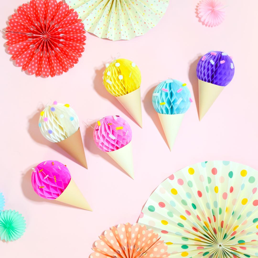 <center>ハニカムボールで作る!簡単アイスクリームガーランドの作り方(無料素材) <br><small>DIY Honeycomb ball Ice Cream</small></center>
