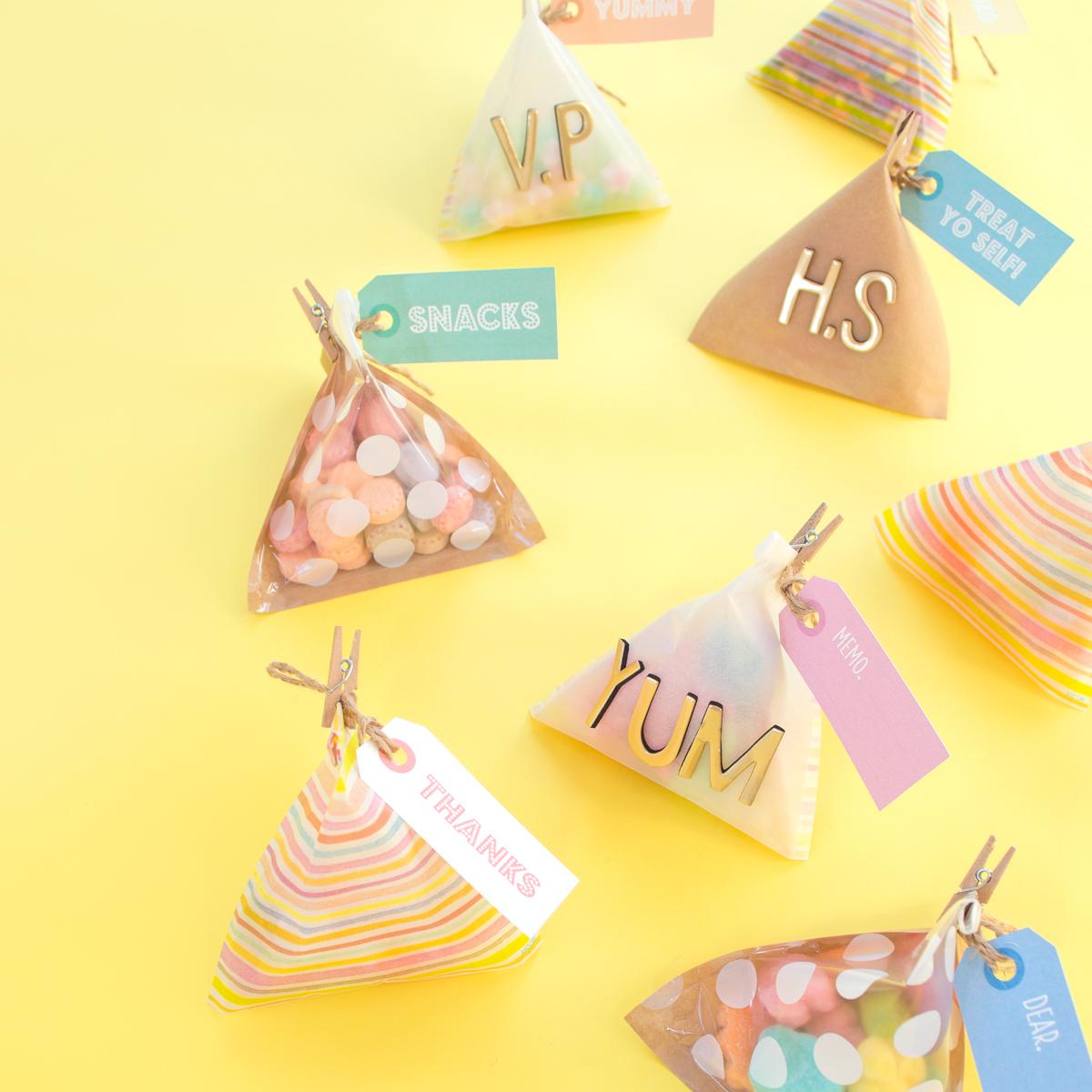 <center>テトラ型ラッピングの折り方&レインボーカラーギフトタグ配布(無料素材) <br><small>Pyramids Gift Wrap & Free TAGS</small></center>