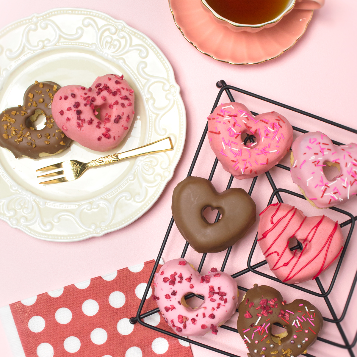 <center>ホットケーキミックス&レンジで簡単レシピ!揚げないハート型ドーナツの作り方 <br><small>Hotcake Heart Donuts</small></center>