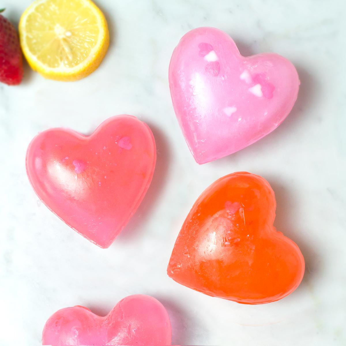 <center>大きなハートが可愛い♡ピンクアイスキューブ(氷)の作り方 <br><small>Big Heart Ice Cube</small></center>