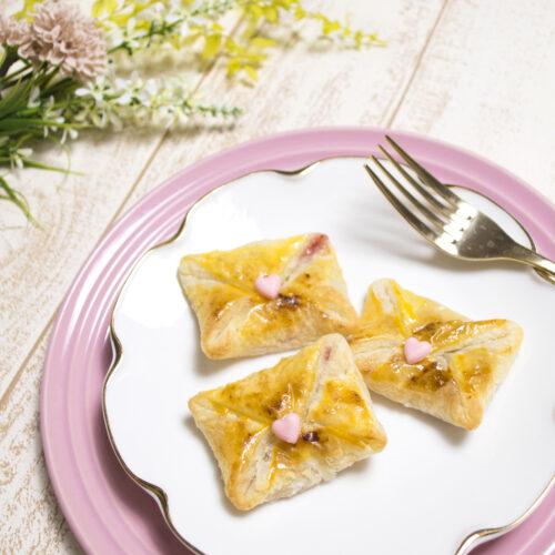 冷凍パイシートとトースターで作る!ストロベリーレターパイ <br><small>Strawberry Letter Pie</small>