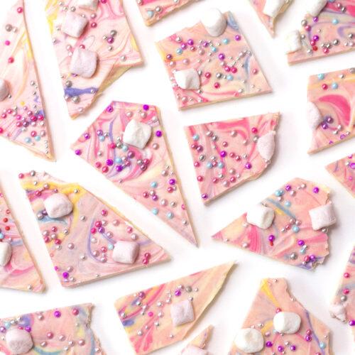 <center>ユニコーンカラーのスイーツ♡チョコレートバークの作り方<br><small>Unicorn Chocolate Bark</small></center>