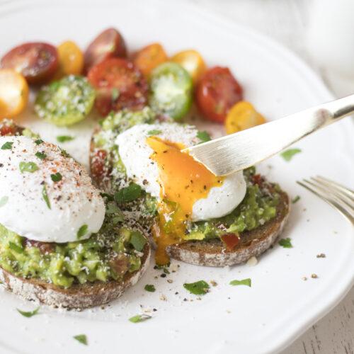 アボカド&とろとろポーチドエッグトーストの作り方<br><small>Avocado & Poached Egg Toast</small>
