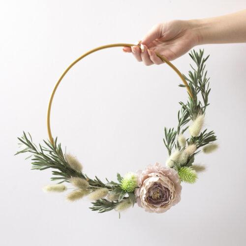 インテリアやパーティー装飾に!「フラワーフープリース」の作り方 <br><small>DIY Floral Hoop Wreath</small>