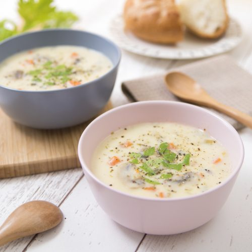 余った材料と簡単ホワイトソースで作る♪秋野菜たっぷり、ほっこりクリームスープのレシピ<br><small>Autumn White Cream Soup</small>