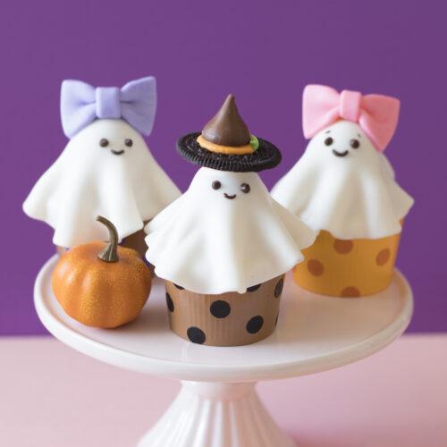 <center>既成品のカップケーキをハロウィンデコレーション♪簡単ゴーストカップケーキの作り方<br><small>Easy Goast Cupcakes</small></center>