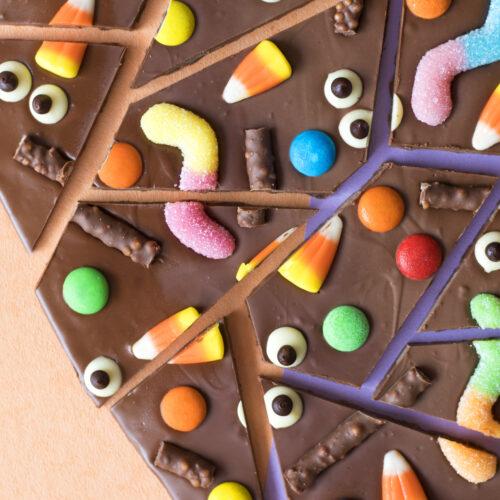 ハロウィンデザートを作ろう!チョコレートバークのレシピ<br><small>Halloween Chocolate Bark</small>